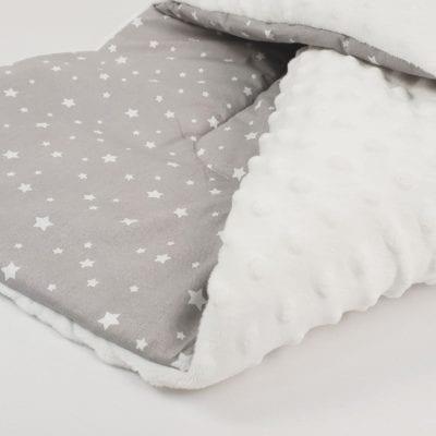 Jastuk dekica sa bijelim flisom – Bijele zvjezdice
